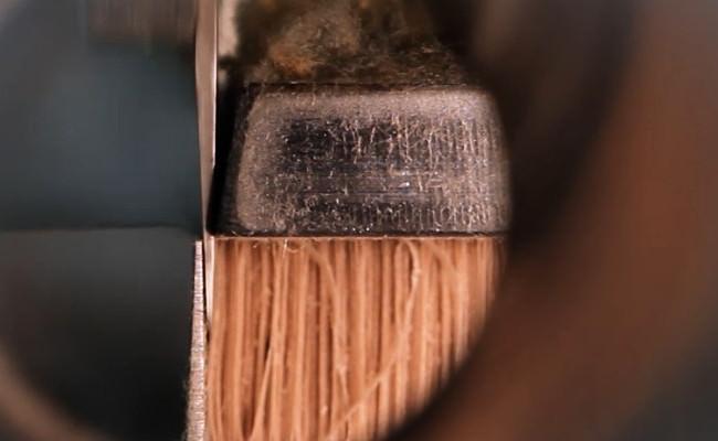 Ein heißes Plissee-Messer erzeugt die Falten